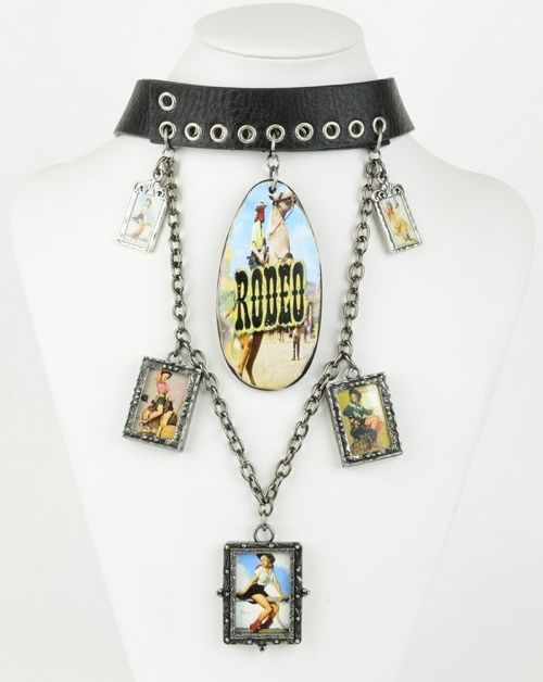 Shopbevel Cowboy Fantasy Necklace