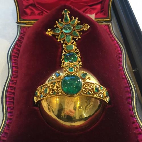 Muzo emerald orb